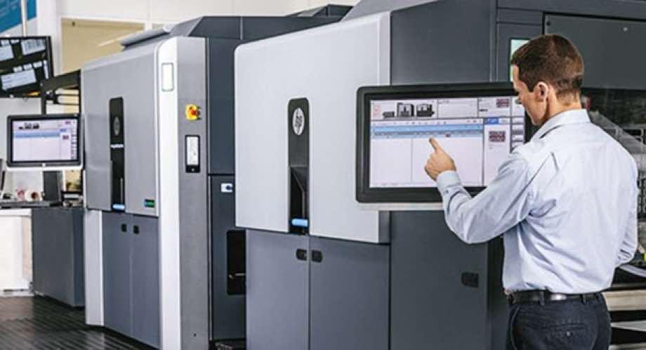 HP Indigo employee programming a large printer